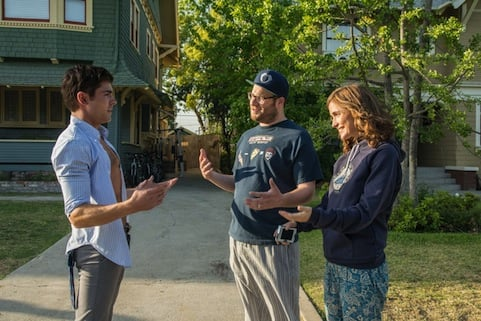 Frat boy Teddy Sanders (Efron) first meets new parents Mac (Rogen) and Kelly (Byrne) after moving in next to them. Photos courtesy of AceShowBiz.