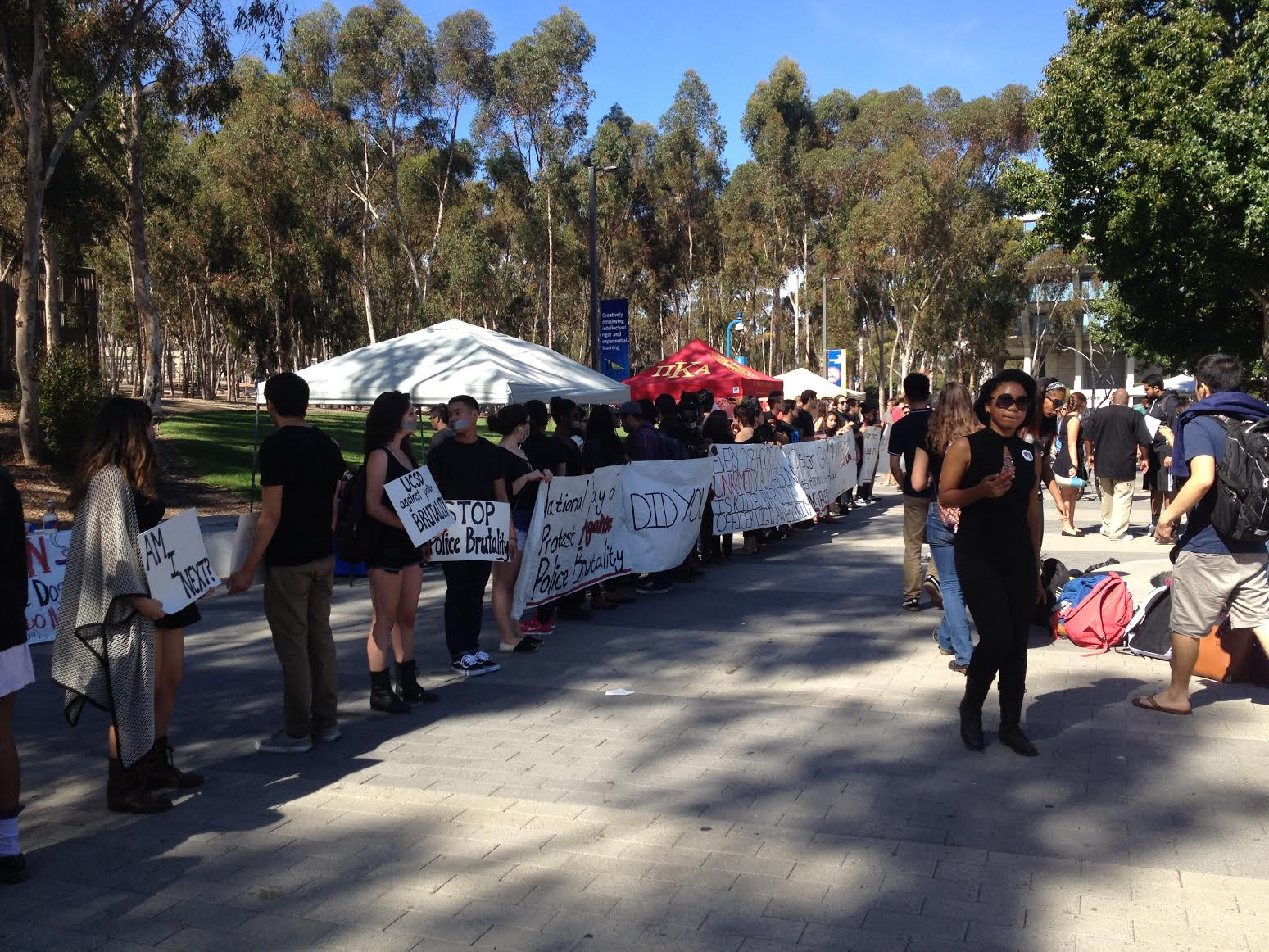 UCSD students protest police action. Photo by Alwin Szeto, UCSD Guardian.