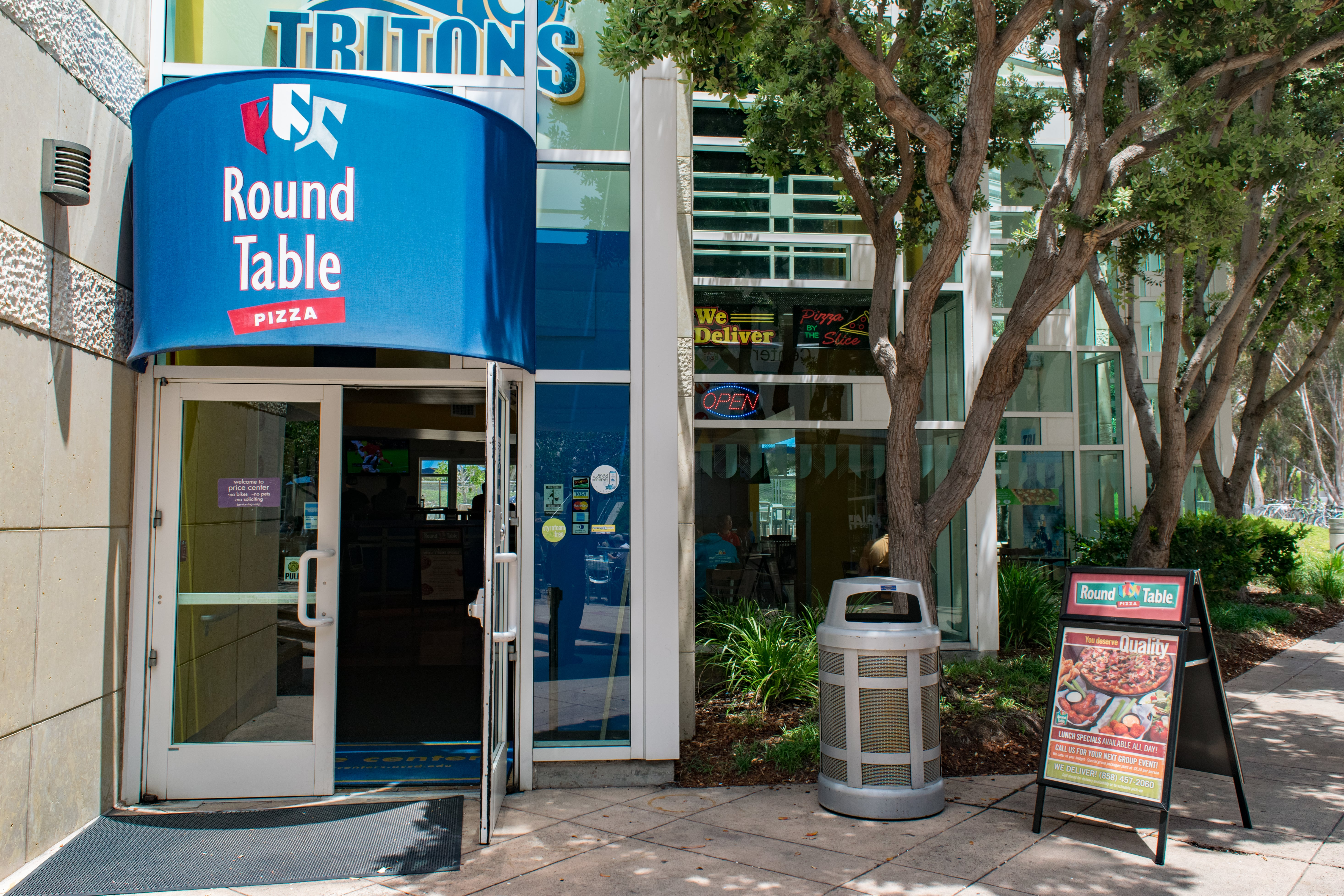 Where Is Round Table Pizza.Ucab Votes Not To Renew Round Table Pizza Lease Ucsd Guardian