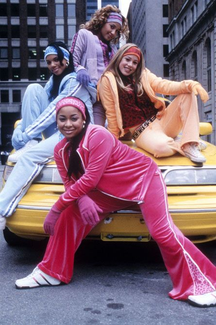 10 Early 2000s Fashion Trends We Must Revive